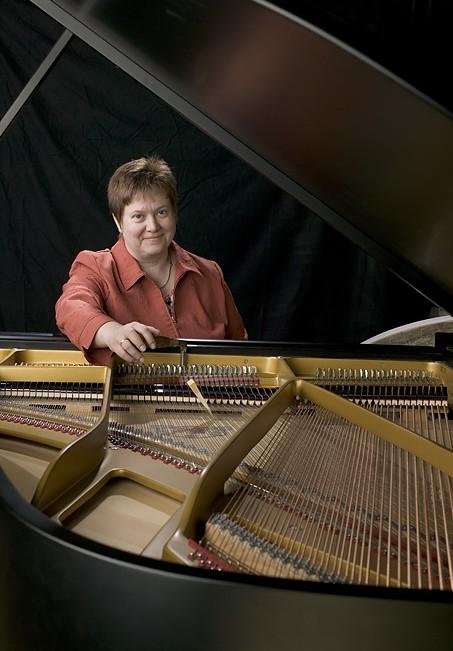 Christa Endriss | Klavier & Cembalobauerin - Klavier Endriss
